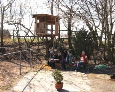 Ein Spielplatz für die Kleinen direkt am Reitplatz.